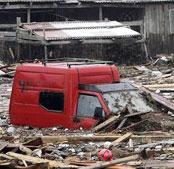 南部余震引发海啸 上百人失踪